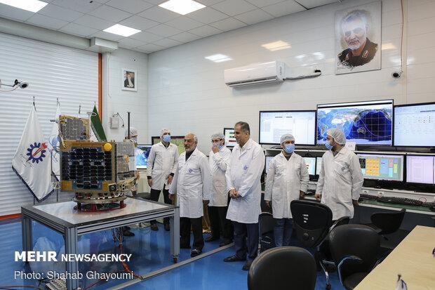 ماهواره ظفر با سیمرغ ایرانی به فضا پرتاب می گردد