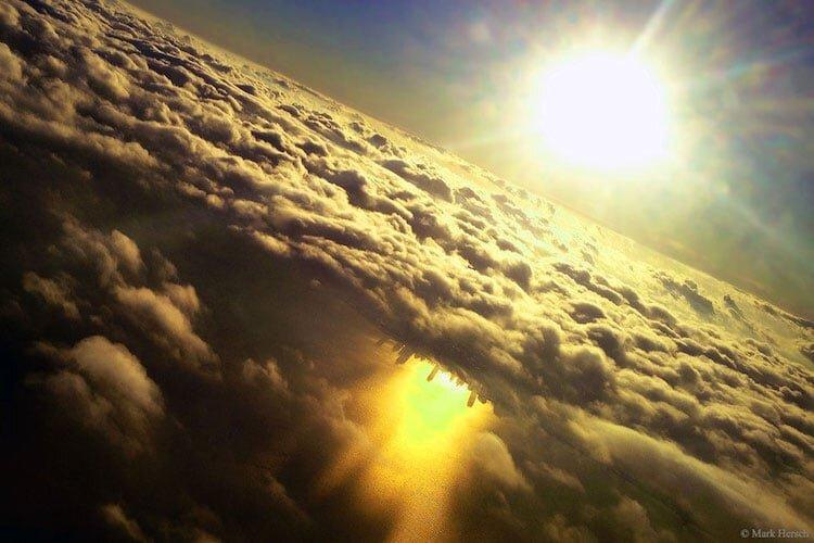 عکس آمارتوی که وایرال شد؛ شهری وارونه در ابرها