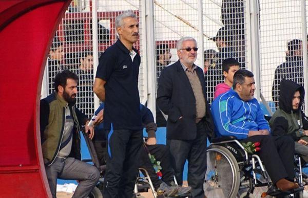 خبرنگاران سرمربی اسبق نساجی : بازیکنان نساجی در حد لیگ برتر نیستند